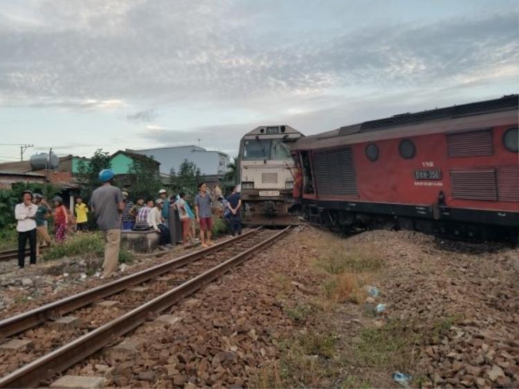 Hai tàu hàng tông nhau trong sân ga, tuyến đường sắt Bắc  Nam tê liệt