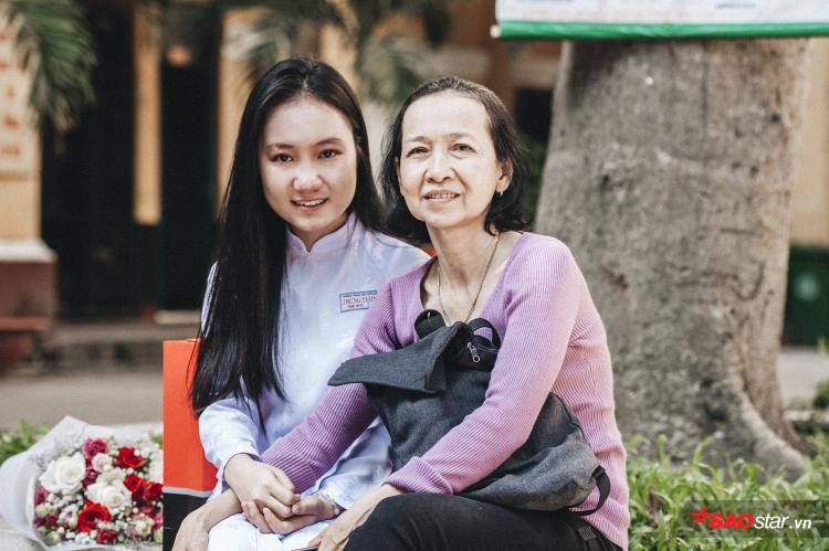 """Nhắc về mẹ, Tâm Như kể: """"Mẹ là người luôn cận kề với em từ nhỏ, quan tâm và chăm sóc em hết lòng. Dù không hơn ai cả, cũng chỉ làm tạp vụ thôi nhưng em vẫn tự hào rất nhiều vì mẹ đã nuôi em lớn đến giờ này""""."""
