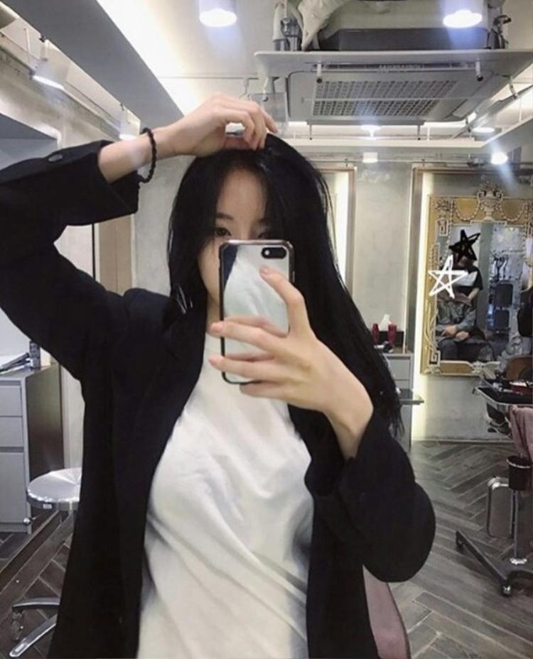 Bức ảnh này được Hyomin đăng tải cách đây không lâu, trang phục của cô nàng ở tấm này và tấm Soyeon đăng là hoàn toàn giống nhau.