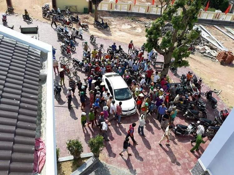 Cùng ngày 19/5, tại huyện Hoài Nhơn (Bình Định) người dân cũng xôn xao về chuyện bắt cóc trẻ em. Tuy nhiên công an xác minh không có sự việc bắt cóc.