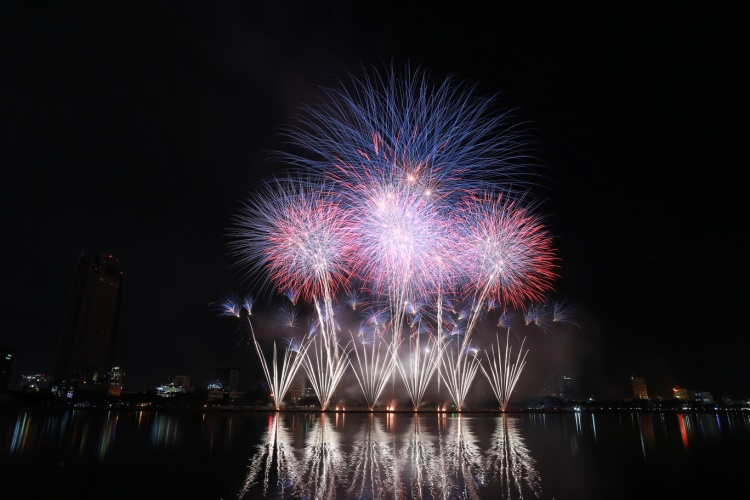 """Khép lại đêm thi """"lung linh trên sông Hàn,"""" khán giả đang rất háo hức chờ đón màn thi đấu của đội Ý và Hồng Kông (Trung Quốc) trong đêm thi 2/6 sắp đến…"""