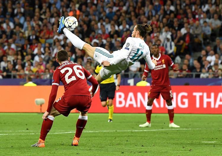 Bale khiến cho tất cả sửng sốt với bàn thắng ngay trong pha chạm bóng đầu tiên. Một siêu phẩm để đời của Bale và mở toang ra cánh cửa vô địch Champions League lần thứ 3 liên tiếp cho Real Madrid.