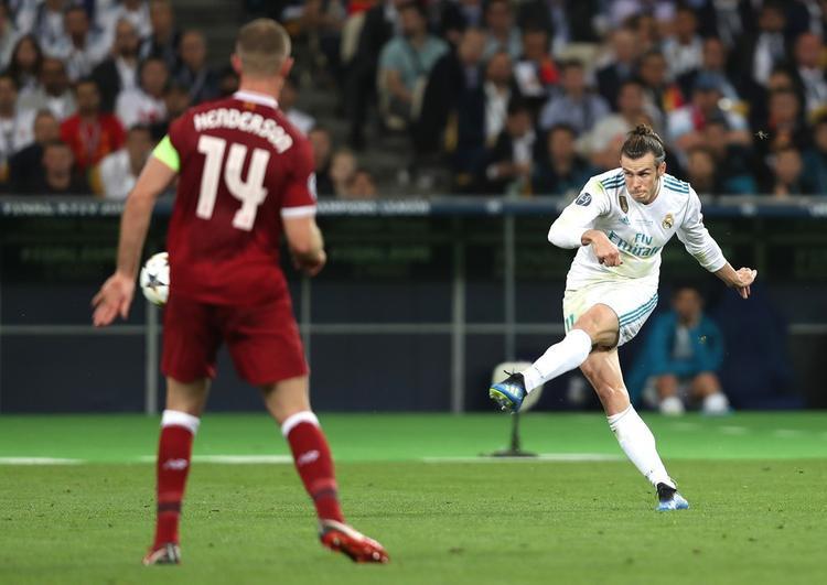 """Bale """"đóng đinh"""" trận đấu với cú sút từ xa thành bàn. Một bàn thắng may mắn khi thủ môn Loris Karius thêm một lần mắc lỗi đầy ngớ ngẩn với pha bóng bắt lỗi."""