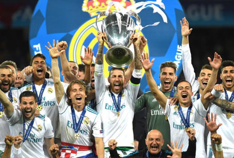 Real vô địch lần thứ 3 liên tiếp.