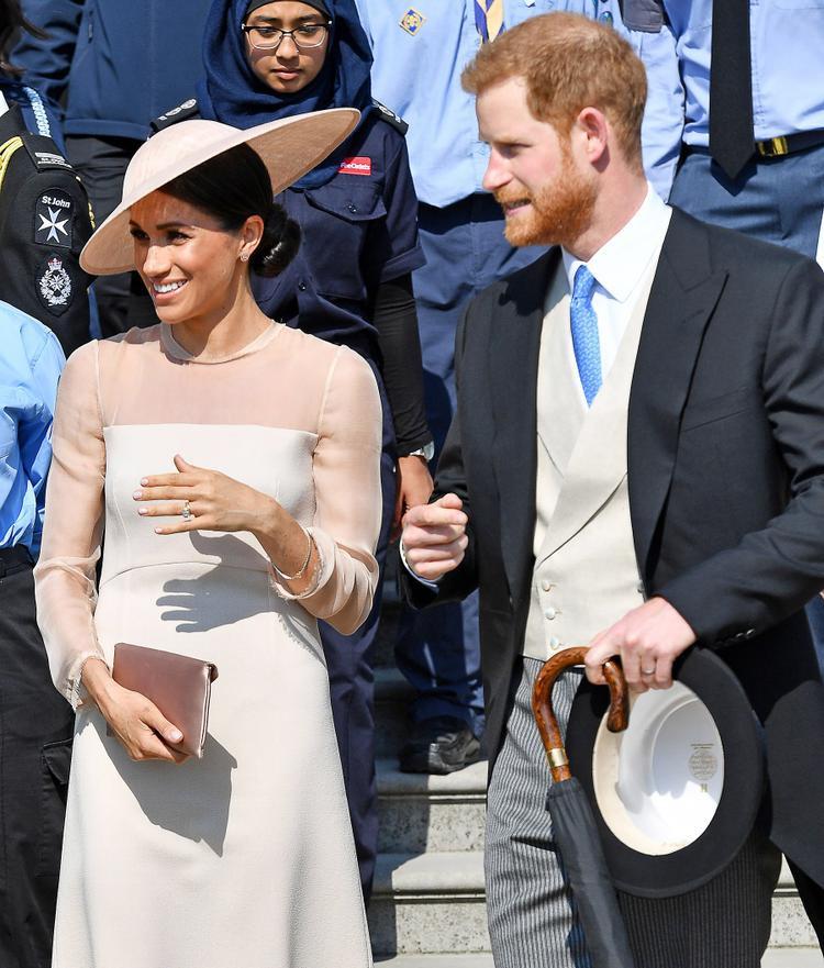 Cặp vợ chồng mới cưới hoãn kế hoạch tuần trăng mật để tham dự sự kiện sinh nhật Thái tử Charles, cha của Hoàng tử Harry, vào đầu tuần này. Ảnh: REX