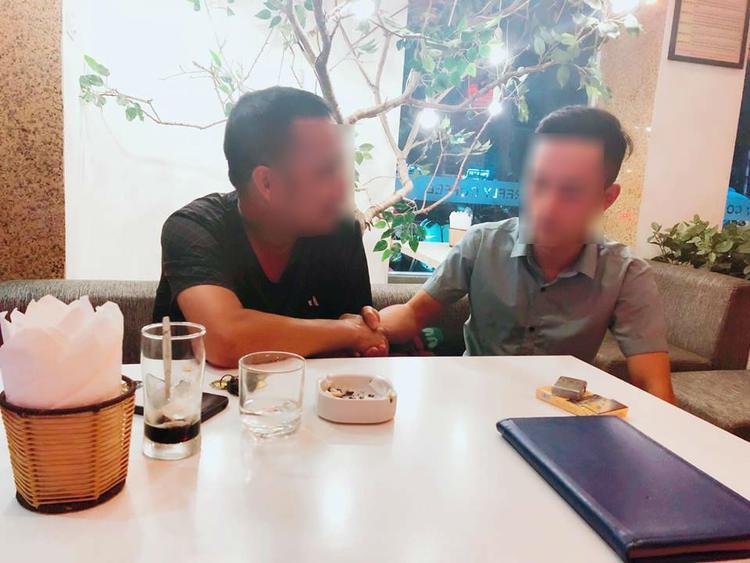 Buổi gặp mặt giảng hòa của tài xế Grab Bike và người đàn ông vô cớ hành hung người khác. Ảnh: Mobi Thanh Luong.
