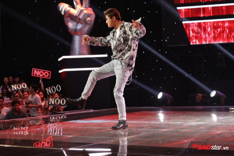 Avin Lu thể hiện khả năng vũ đạo trên nền nhạc sôi động của chương trình.