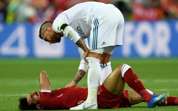 Salah bật khóc vì chấn thương: Giọt nước mắt cho phần còn lại của thế giới