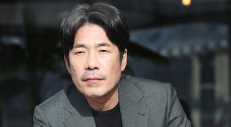 Hàng loạt chỉ trích, chửi bới, kỳ thị từ cư dân mạng, Oh Dal Soo - từ một diễn viên sôi nổi, vui vẻ bỗng trầm cảm, xuống tinh thần trầm trọng. Không một ai muốn cố gắng lắng nghe bất cứ lời nói nào của anh nữa.