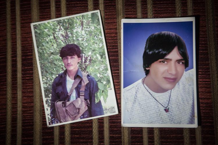 Aminullah (trái) và Hayatullah là em của chồng đầu tiên của Khadija. Cả hai đều là cảnh sát và bị quân Taliban giết hại.