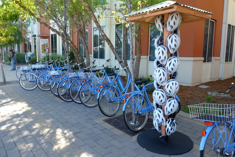 Facebook có những điểm đỗ và cung cấp xe đạp công cộng miễn phí cho nhân viên.
