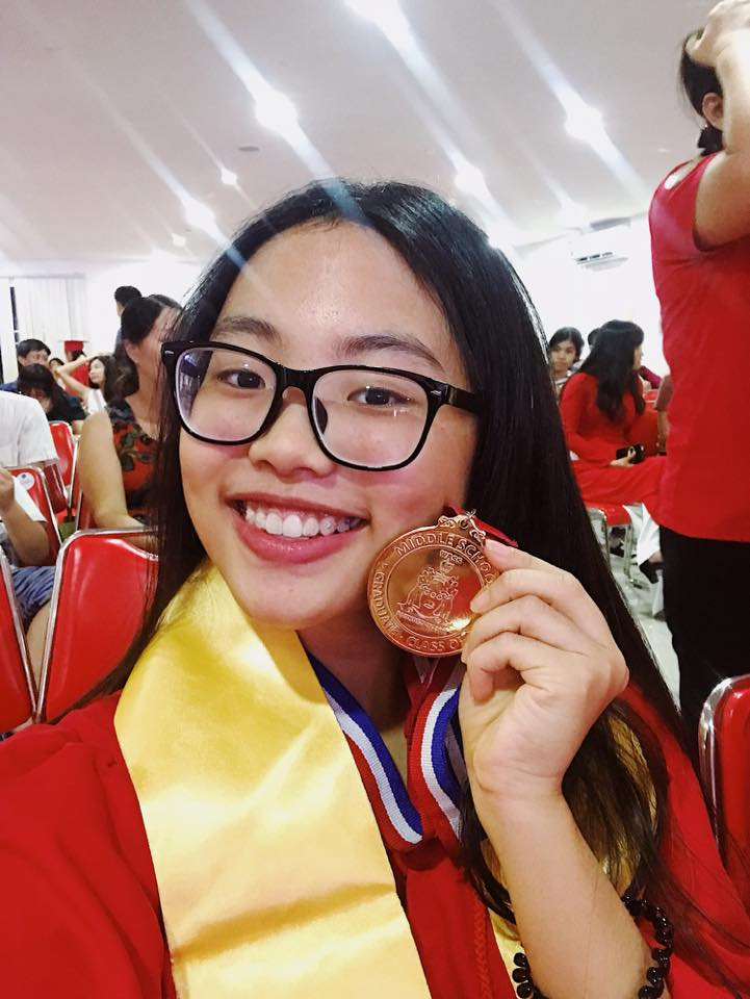 Xuất sắc tốt nghiệp cấp 2 loại Giỏi, còn ai nói Phương Mỹ Chi bỏ bê việc học để chạy show