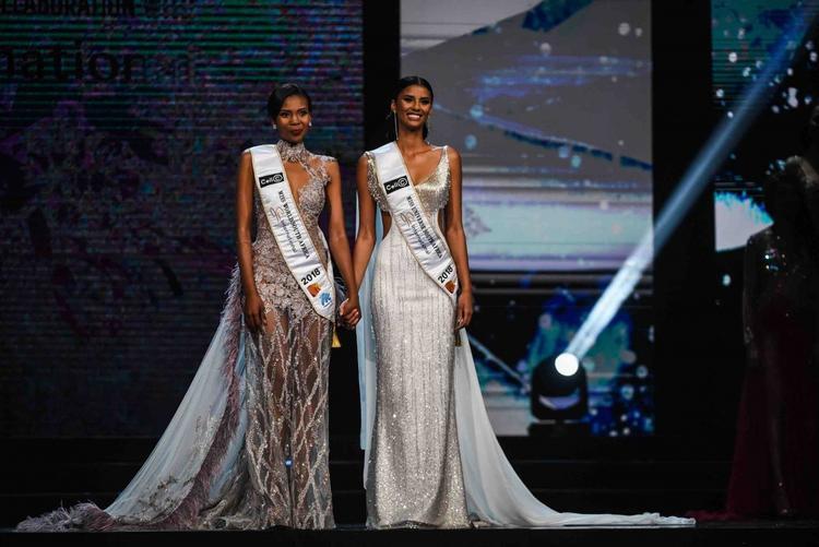 Theo đó Tamaryn Green (phải) là Hoa hậu Nam Phi 2018. Điều này đồng nghĩa với việc cô sẽ dự thiMiss Universe - Hoa hậu Hoàn vũ vào cuối năm nay.