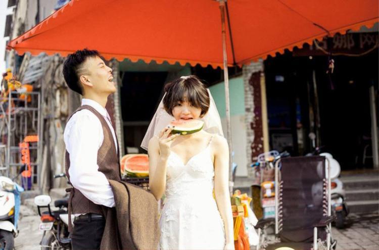 Hãy yêu và cưới một chàng trai khiến bạn cười như thế: Bộ ảnh cưới cô dâu cười tít mắt khiến MXH chao đảo