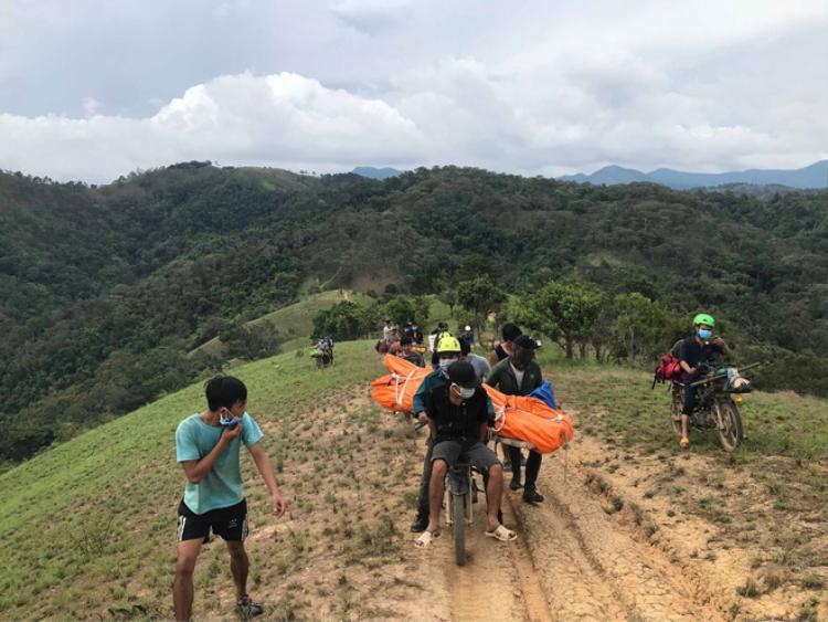 Đoàn cứu hộ kể lại hành trình khốc liệt suốt 3 ngày tìm cách đưa thi thể phượt thủ Thi An Kiện ra khỏi thác Lao Phào để về với gia đình