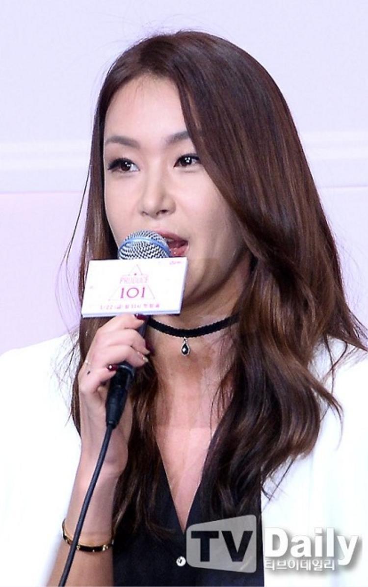 Sau khi làm giám khảo cho Produce 101, áp lực khiến JeA tăng cân