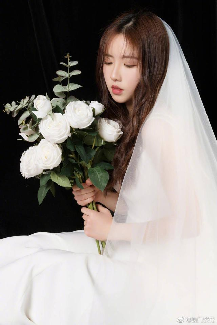 Sở hữu vẻ đẹp tinh khôi, dịu dàng, cô bạn 21 tuổi đăng quang hoa khôi Học viện ngoại ngữ Chiết Giang