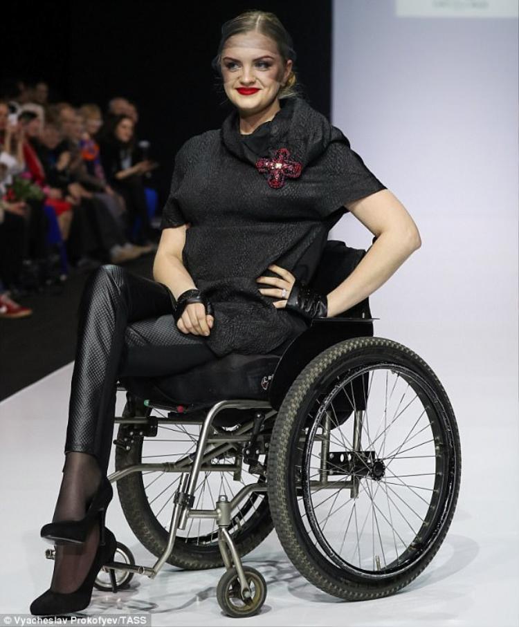 Trước đó đã có rất nhiều người mẫu khuyết tật được sải bước trên sàn catwalk và tạo được nhiều thành tích vang dội.