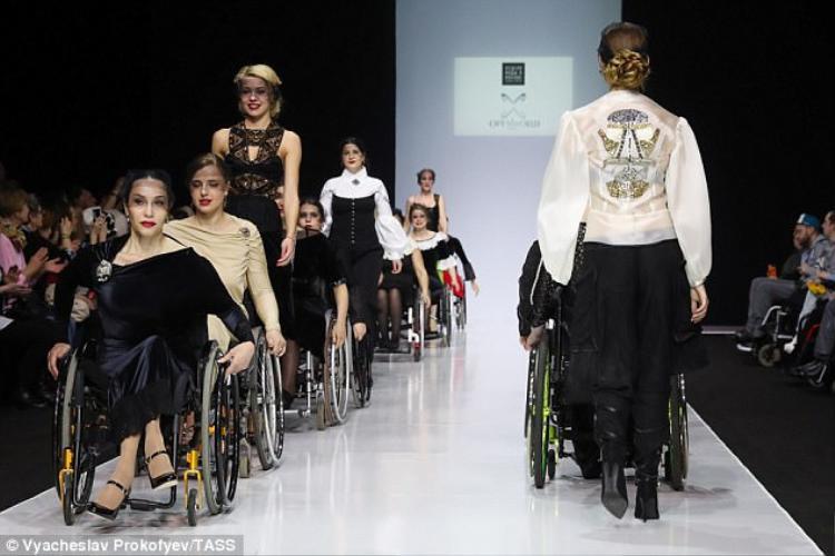 """Đây là một đòn bẩy khi phong trào giành quyền lợi cho người khuyết tật nổi lên không ngừng, nó đã tạo áp lực cho các nhà mốt phải xóa bỏ định kiến cũng như tư duy lối mòn về việc """"thời trang chỉ dành cho người có cơ thể lành lặn."""""""