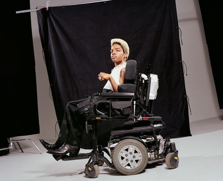 Aaron xuất hiện trong bộ ảnh mới nhất trên tạp chí Paper Magazine.