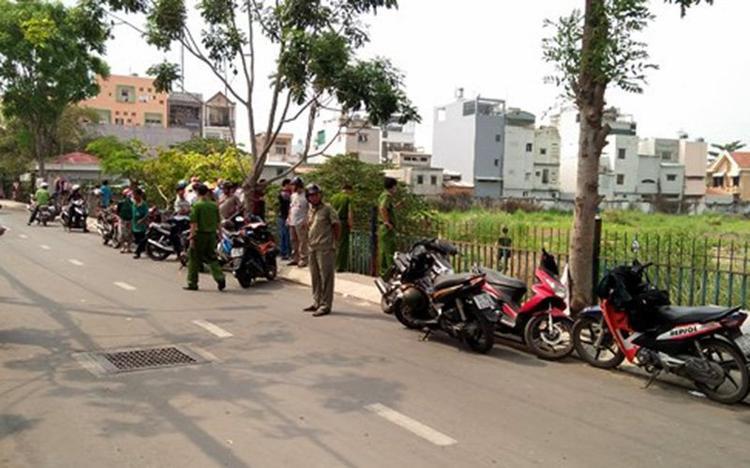 Lực lượng chức năng khám nghiệm hiện trường. Ảnh: Vietnamnet.