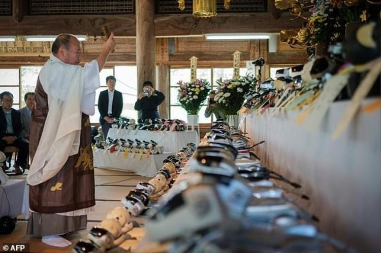 Ngôi chùa ở Nhật Bản làm đám tang cho hàng trăm con chó robot