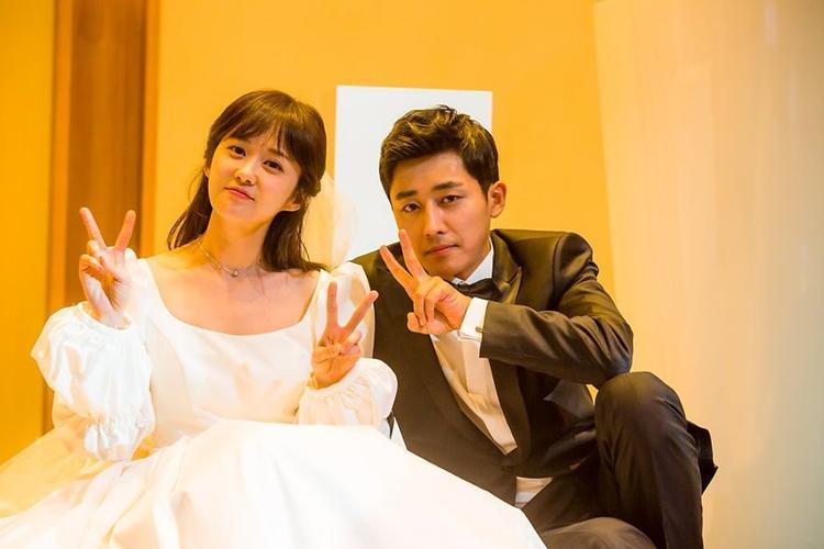 """Son Ho Jun từng gây """"sốt"""" trong vai người chồng của Jang Na Ra qua drama """"Cặp đôi vượt thời gian"""" sản xuất vào năm ngoái."""