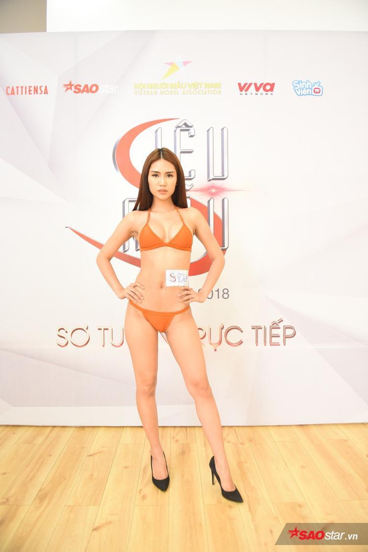 """Phạm Hải Yến đến từ Hải Phòng, cô hiện đang là người mẫu tự do. Với chiều cao 1m74 cùng thân hình """"bốc lửa"""", chân dài gây chú ý khi xuất hiện tại buổi casting năm nay"""