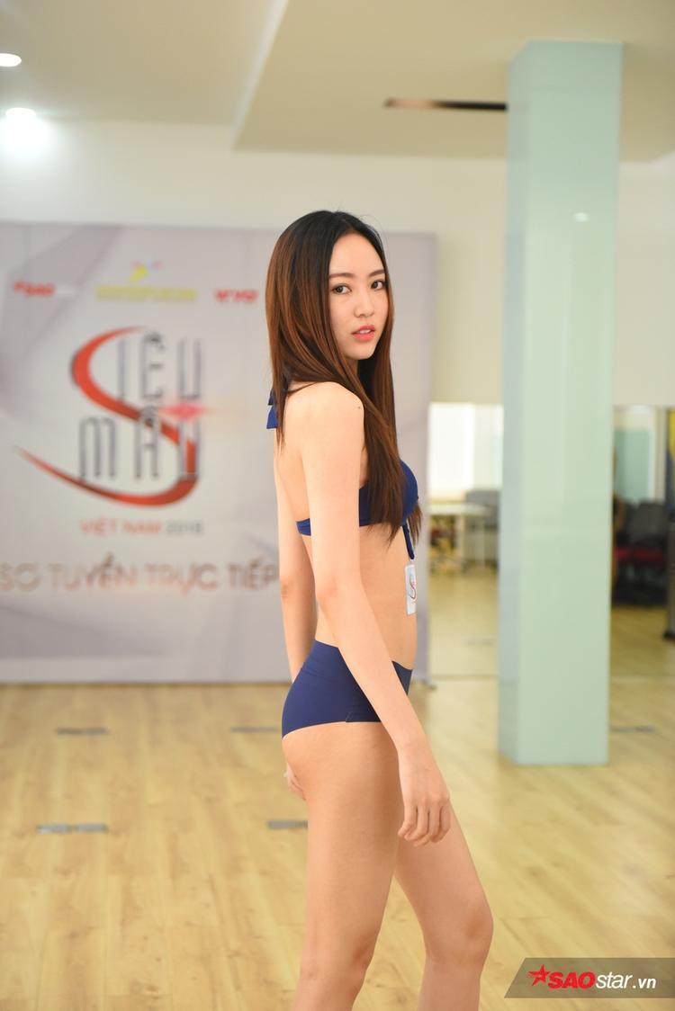 Ngoài vóc dáng đẹp, cô gái này còn tạo được ấn tượng với thần thái tốt, cách trình diễn chuyên nghiệp.