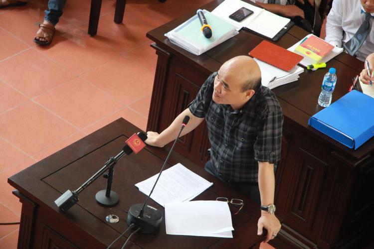 Ông Nguyễn Huy Quang, Vụ trưởng Vụ Pháp chế - Bộ Y tế có mặt tại tòa.