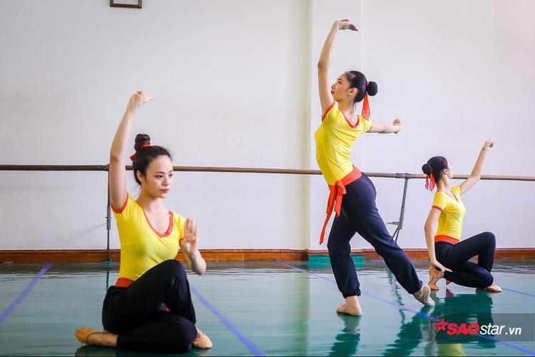 Cường độ tập luyện của các bạn sinh viên trường múa đều rất mạnh.