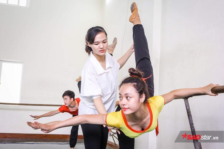 Đối với diễn viên múa, việc đau nhức cơ thể hay gặp chấn thương là chuyện hết sức bình thường.