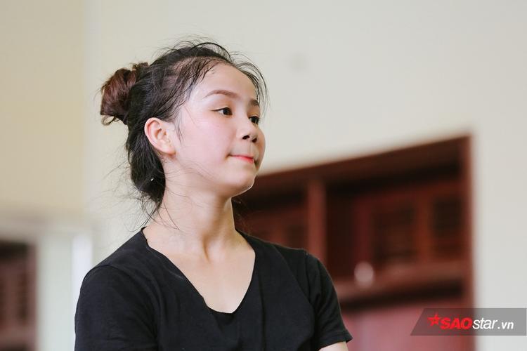 Nữ sinh trường múa bật khóc sau màn trình diễn tốt nghiệp