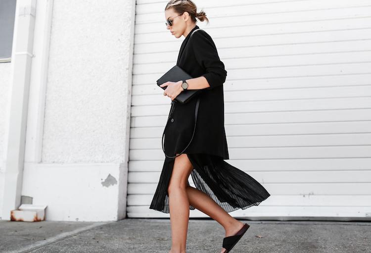 Sự kết hợp hoàn hảo giữa dép quai ngang và các loại váy.