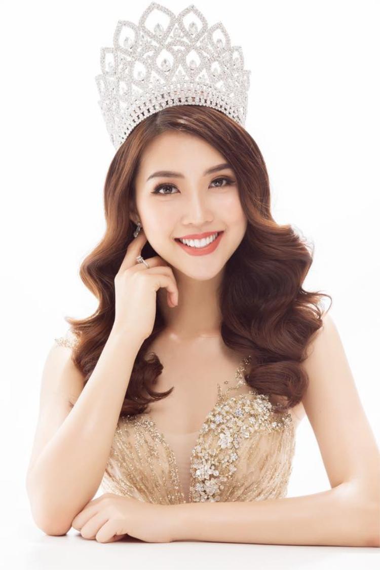 Với vẻ đẹp gần như hoàn thiện và đang ở thời kỳ đỉnh cao cùng kinh nghiệm tham gia nhiều cuộc thi, Tường Linh được đánh giá là một trong những ứng cử viên xuất sắc để có thể tham gia tranh tài các đấu trường hoa hậu quốc tế trong năm nay.