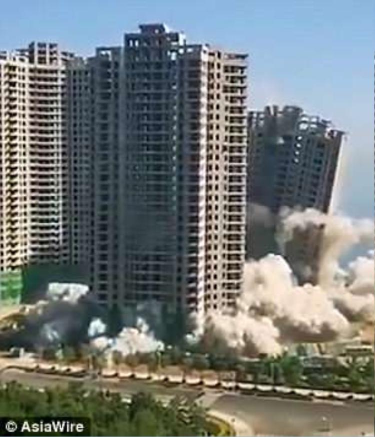4 tòa tháp cao từ 28 đến 30 tầng chưa hoàn thiện đã bị bỏ hoang gần 10 năm qua. Ảnh: Asiawire