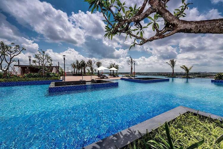 Bể bơi vô cực hút mắt với màu nước trong xanh. Ảnh FBNV