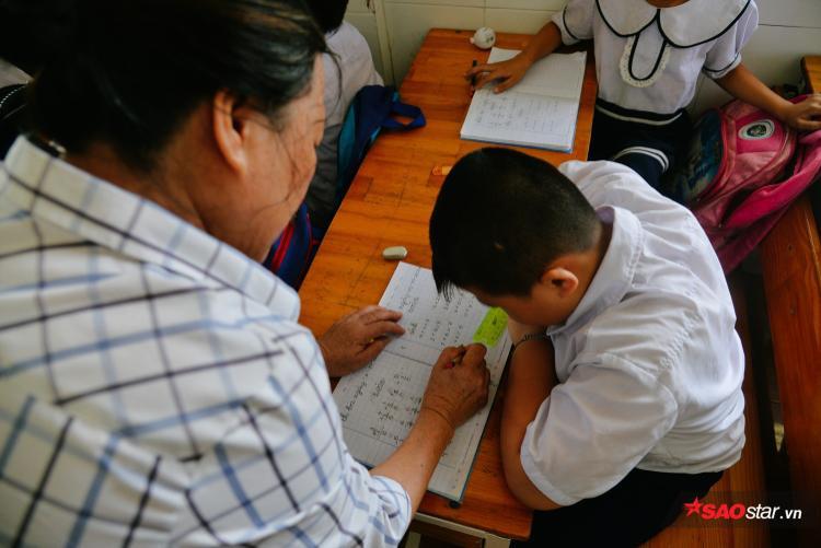 Nhớ cài tâm cô giáo nên nhiều đứa trẻ được đến trường, viết tiếp ước mơ về con chữ.