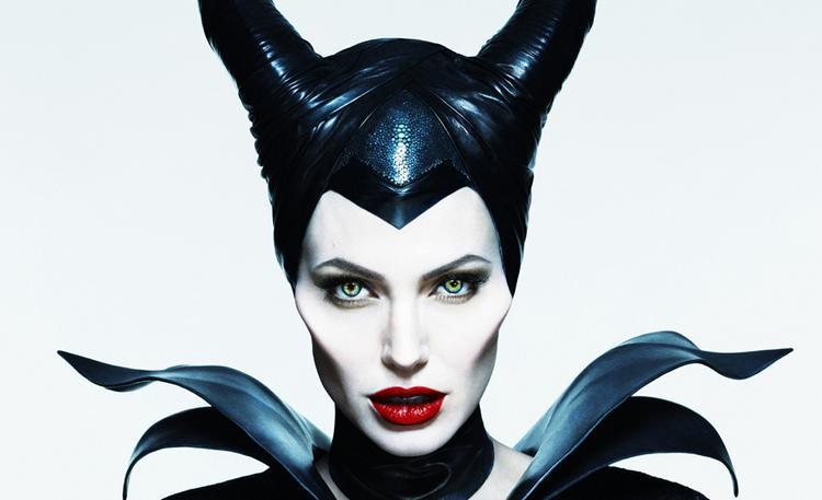 Công chúa Aurora Elle Fanning và Tiên Hắc Ám Angelina Jolie nhí nhố trên phim trường Maleficent 2