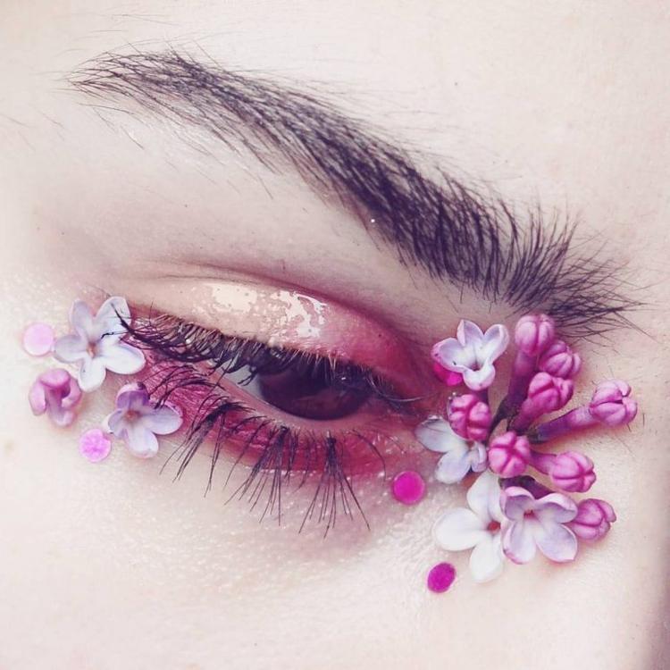 Trang Instagram của @Emalovii khiến cho người theo dõi trở nên choáng ngợp. Đó là sự choáng ngợp giữa muôn vàn những ánh mắt như mơ, như thơ: sắc sảo, ấn tượng và quyến rũ lòng người. (Ảnh: Emalovii/Instagram)