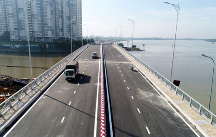Cầu qua đảo Kim Cương nằm trên đường ven sông Sài Gòn, đoạn qua nhánh sông Giồng Ông Tố. Ảnh: Quỳnh Trần