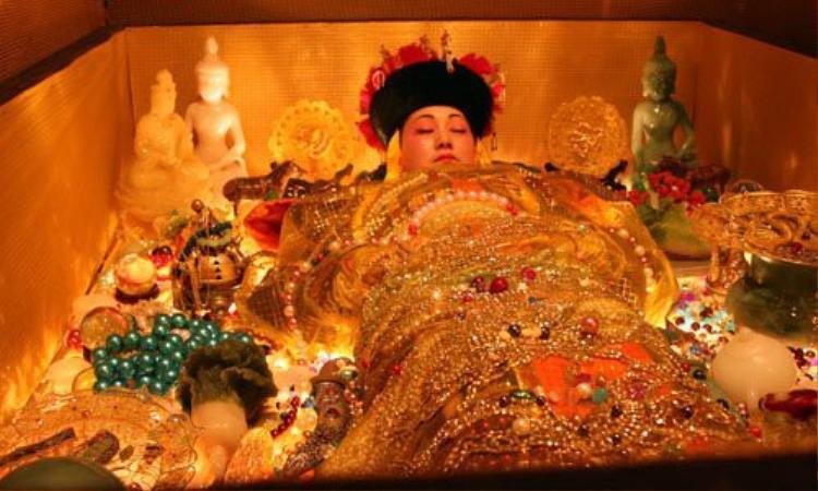 Khi Từ Hy Thái hậu qua đời, một số lượng khổng lồ các bảo vật mà bà yêu quý lúc sinh thời đều được đem đi mai táng cùng. Ảnh minh họa