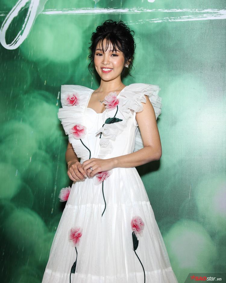 """""""Em gái mưa"""" Lê Thùy Linh"""