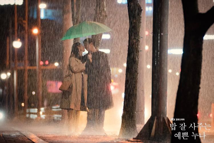 Jung Hae In trả lời tin đồn hẹn hò bí mật với 'chị đẹp' Son Ye Jin