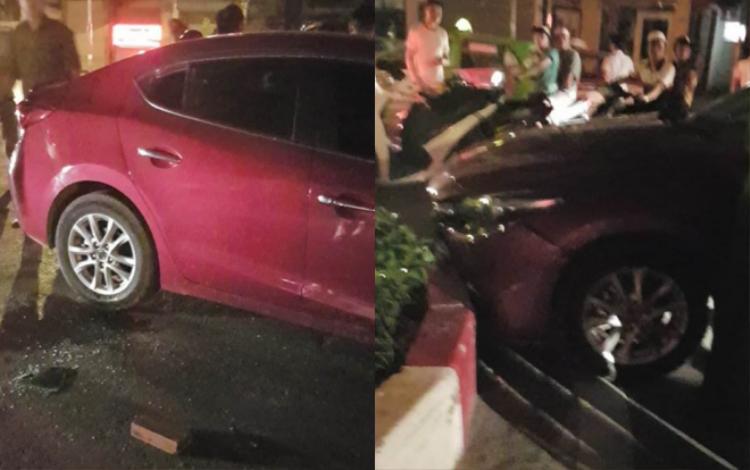 Chiếc xe ô tô lao vào dải phân cách, người dân phải dùng gạch phá cửa cứu tài xế ra ngoài.