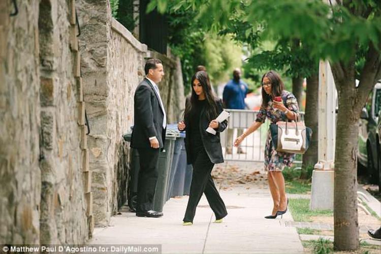 Kardashian tới nhà của Jared Kushner và Ivanka ở Washington D.C sau cuộc gặp với Tổng thống Trump.Ảnh: Daily Mail