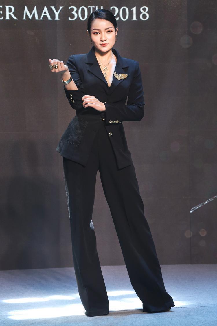 Chủ nhân sự kiện - Thuỷ Top xuất hiện với phong cách cá tính.