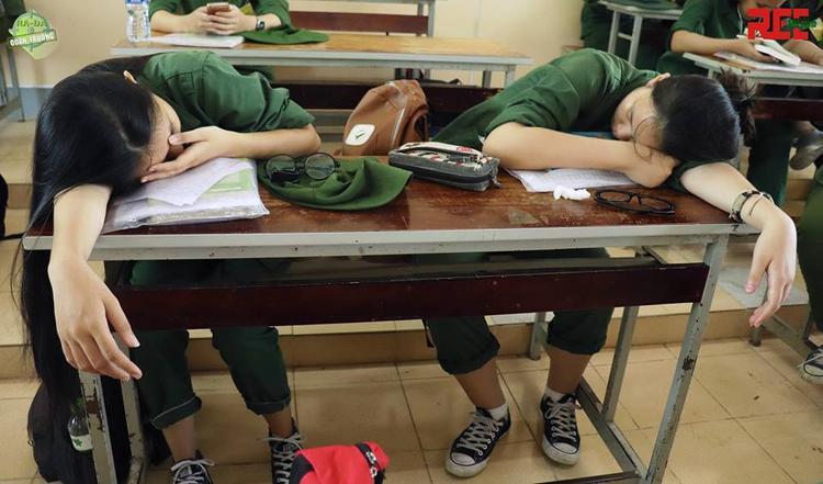 Ngủ là phải có đôi có cặp như vậy cho bớt tủi thân nha!