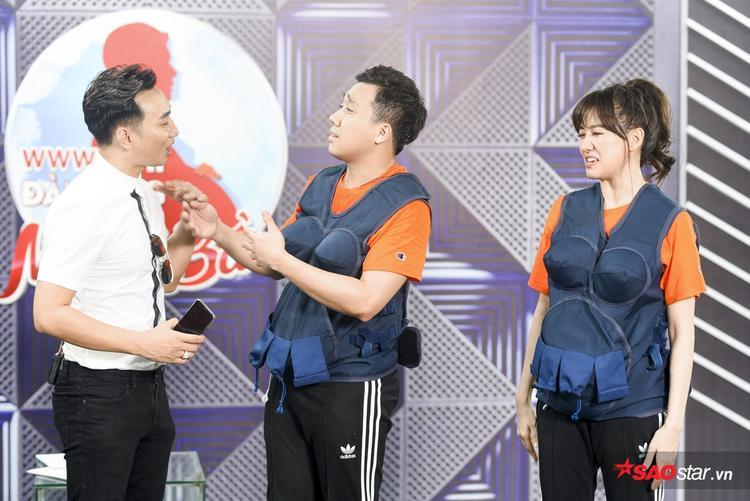 Cho đến khi, MC công bố cả hai vẫn chưa phải là đội về chót, cặp đôi mới lấy lại bình tĩnh, hào hứng chờ đợi kết quả cuối cùng.