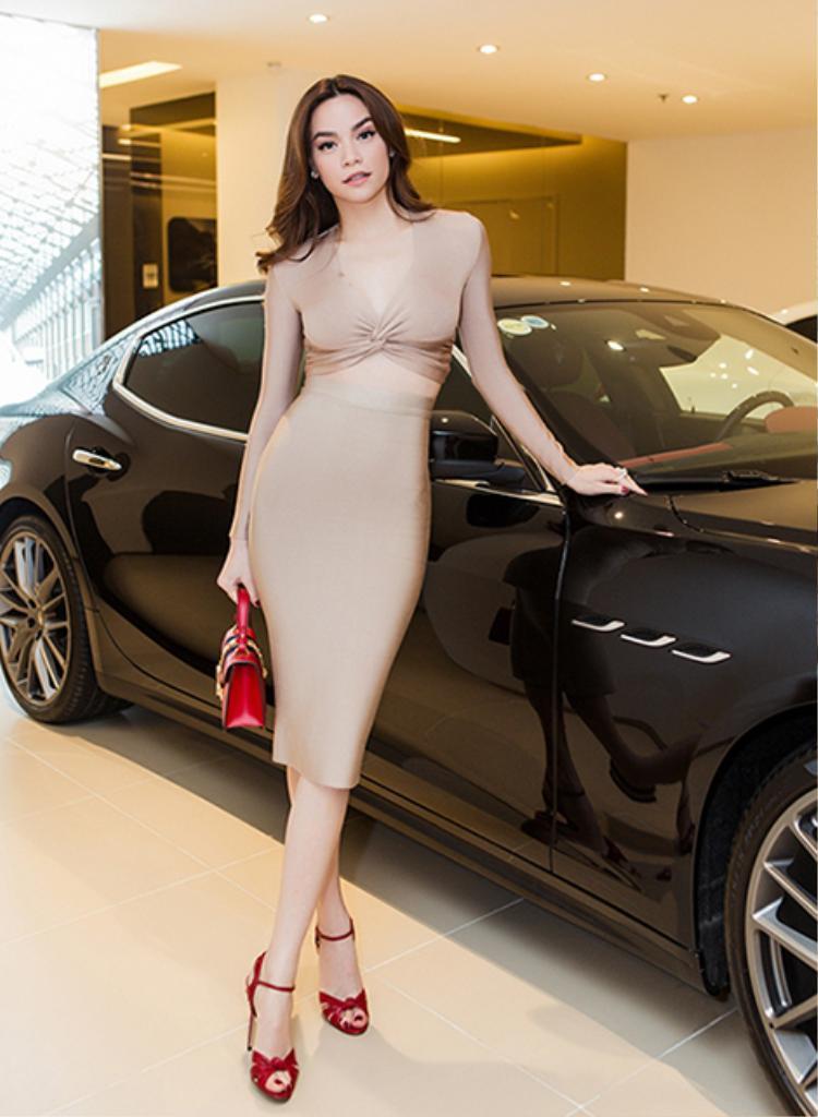 Maserati Ghibli S Q4 có giá trị gần 7 tỷ được Hồ Ngọc Hà mua năm 2017.